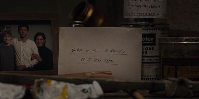 File:Dark 1x01 - Michael's letter.jpg