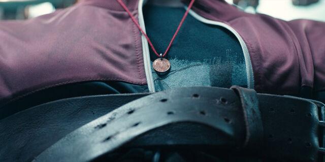 File:Dark 1x01 - Coin on red string.jpg