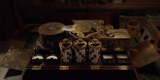 File:Dark 1x09 - Apparatus 3.png