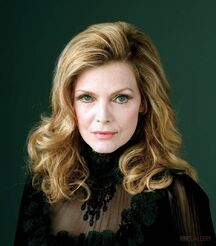 Michelle-pfeiffer-dark-shadows-movie-image-4