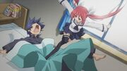 Kotori kicks Shido
