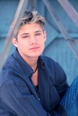 File:Jensen Ackles 1999 by John Paschal-04.jpg