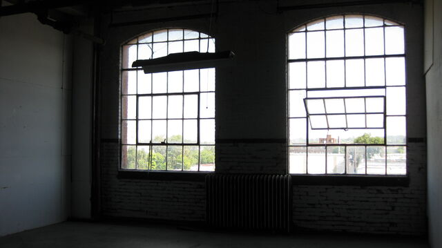 File:Space1 Windows.JPG