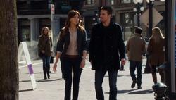 Laurel und Oliver unterhalten sich