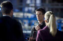 Barry stellt sich Oliver vor