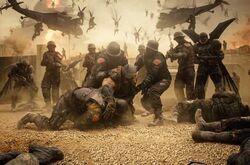 Bruce enfrentando os Parademônios e soldados do Superman