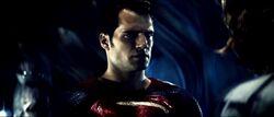 Superman olhando para Lex