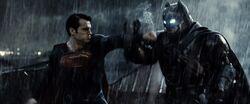 Batman defende os ataques de Superman
