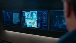 Bruce investiga Flash e Ciborgue