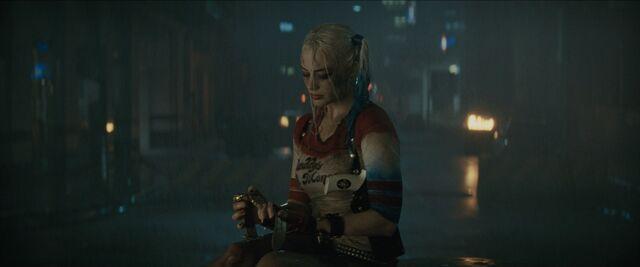 File:Harley mourns Joker.jpg