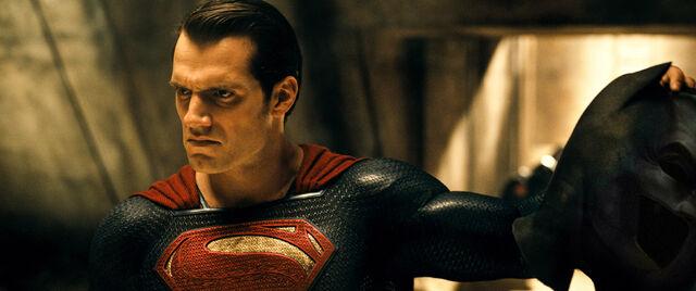 File:Superman holding Batman's cowl.jpg