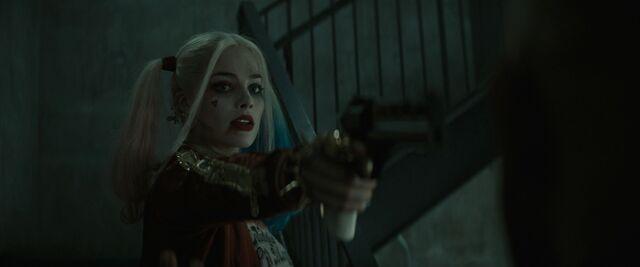 File:Harley points her gun at Deadshot.jpg