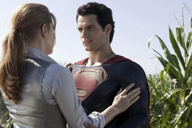 File:Superman after saving Lois Lane.jpg