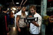 MoS-BTS-Henry Cavill and Zack Snyder on set