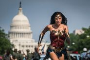 Wonder Woman 1984 - Running in DC
