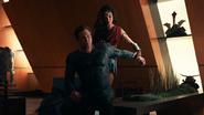 Justice League (2017) Wonder Woman helps Batman