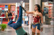 Wonder-woman-1984-gal-gadot-mall