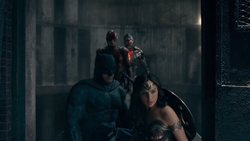 Justice League (2017) JL in barn