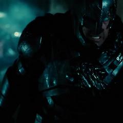 Batman haciendo sufrir a Superman.