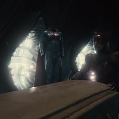 Barry sostiene el feretro en la Fortaleza de la Soledad.
