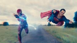 Flash y Superman tienen una carrera