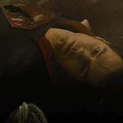 Superman muere tras la batalla.