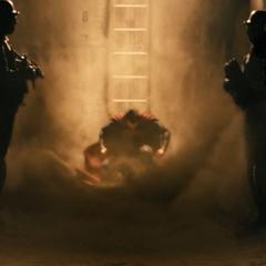 Superman aterrizando en el búnker.