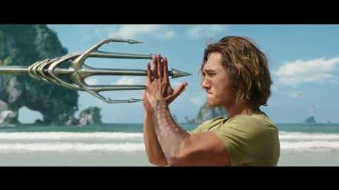"AQUAMAN - Heredero 30"" - Oficial Warner Bros"