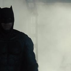 Bruce camino en el laboratorio.