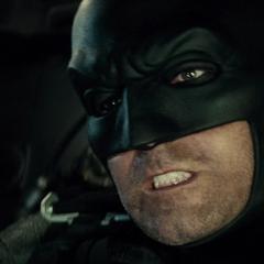 Batman atacando a Doomsday con el Batwing.