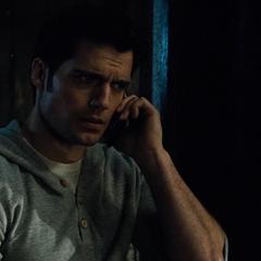 Clark contacta a su madre.