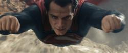 Superman domina el vuelo