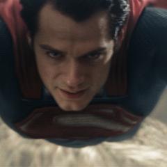 Clark dominando el vuelo con su Supertraje.