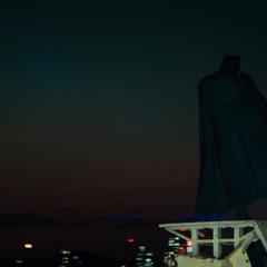 Batman se alista para robar la kryptonita.