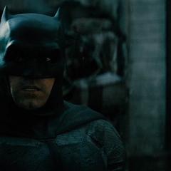 Batman habla con Superman sobre la Mujer Maravilla.