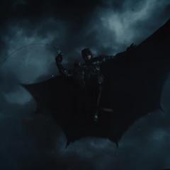 Bruce salta sobre el área.