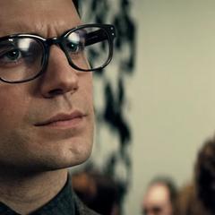 Clark Kent conociendo a Bruce Wayne.