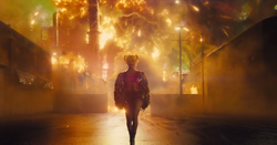 Harley se aleja de la explosión