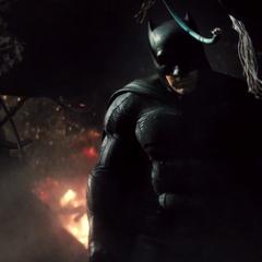 Batman entristecido por ver muerto a Superman.