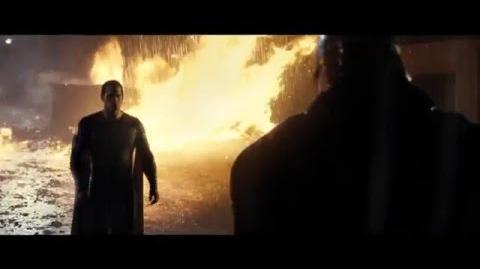 Batman v Superman El Amanecer de la Justicia - Clip 6
