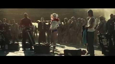 """ESCUADRÓN SUICIDA - Malo es mejor 30"""" (Doblado) - Oficial Warner Bros"""