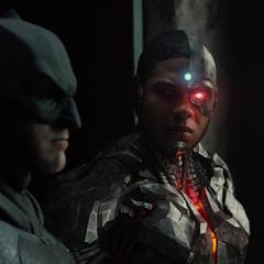 Victor le habla a Bruce sobre su escepticismo acerca de Batman.