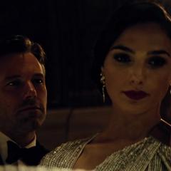 Diana es encontrada por Bruce Wayne.