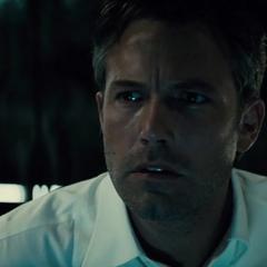 Bruce viendo los archivos de Lex Luthor.