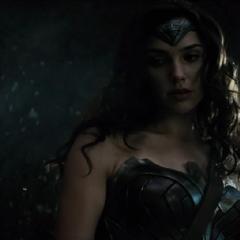 Mujer Maravilla viendo muerto a Superman.