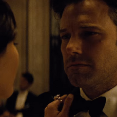 Bruce coqueteando con Diana.