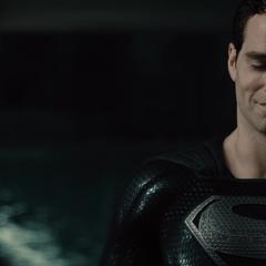 Clark visita a Alfred.