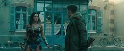 Diana usa el poder del lazo