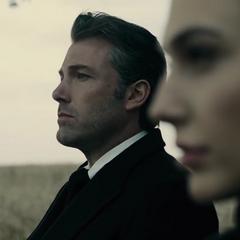 Bruce y Diana en el funeral de Clark.