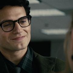 Clark saludando a Lois.